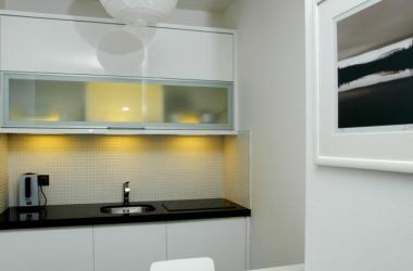 1 apartament city center billig unterkunft in pozna posen. Black Bedroom Furniture Sets. Home Design Ideas